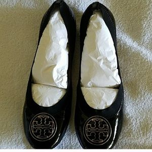 Tory Burch new in box Caroline Black Patent Flats